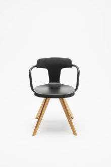 """Chaise """"T14"""" de Patrick Norguet en inox et chêne. Tolix, http://www.tolix.fr/"""