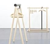 """Portant """"Urban Nomad 2"""" de Torten Neeland en érable huilé, 12à x 55 x H 135cm, à partir de 1400€, Yohji Yamamoto"""
