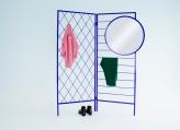 """""""Apparel"""" en métal laqué et miroir, 140 x H 180 cm, à partir de 1400€, Vera & Kyte"""