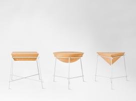 """Table d'appoint """"Basil"""" d'Arthur Leitner avec structure en acier et plateau en liège, Petite Friture"""