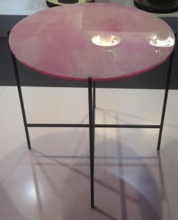 """Table d'appoint """"Neon"""", de Sebastian Herkner avec plateau en onyx et synthétique, piètement en métal, Haymann"""