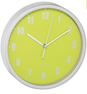 """Horloge en PVC et verre, glace en polystyrène de 20 cm de diamètre. 1,89€ """"Hour"""" But"""