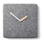 "Horloge en feutr, bois et aluminium, L30 x P 5 x H 30cm . 100€ ""Felt Panel"", Menu"