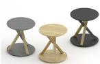 Table d'appoint de Thinkk Studio en chêne et acier, Specimen Editions