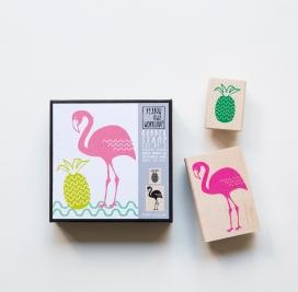 Tampons encreurs en caoutchouc naturel montés sur un bloc d'érable, 5,08 x 7,62cm et 3,18 x 2,70cm. 14,30€, Yellow owl Workshop