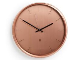 Horloge en métal et verre, de 31,75cm. 59,90€, Delamaison.fr