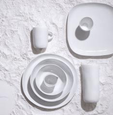 """Ligne d'art de la table """"Coast"""" en porcelaine de Tina Frey, Habitat, à partir de 4,50 € la tasse à café, 9,60€ le bol, 11,50 € l'assiette à dessert et 45 € le saladier, Habitat"""